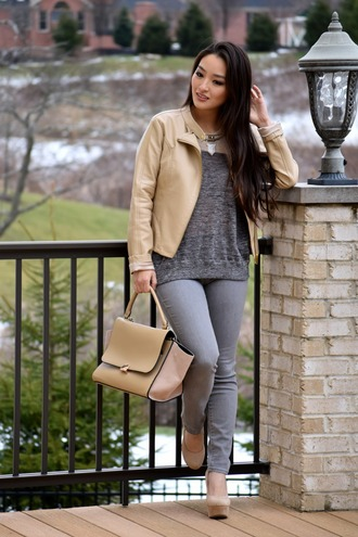 sensible stylista blogger grey jeans nude bag nude jacket