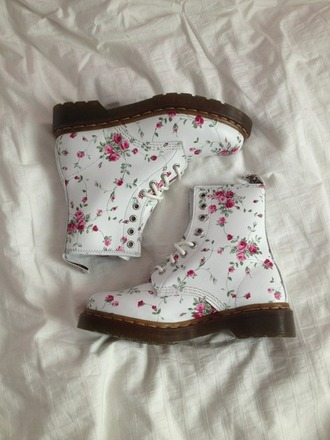 shoes floral pretty pale cute white pink flowers rose drmartens