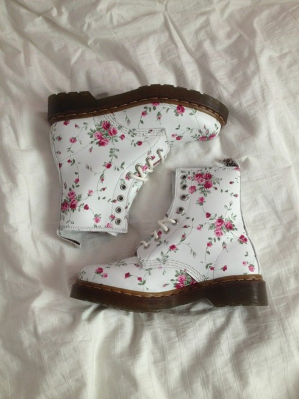 shoes DrMartens DrMartens floral pretty pale cute white pink flowers flowers rose DrMartens