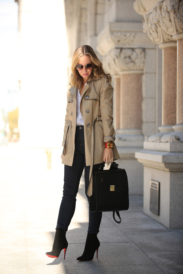brooklyn blonde blogger jeans sunglasses jewels beige skinny pants