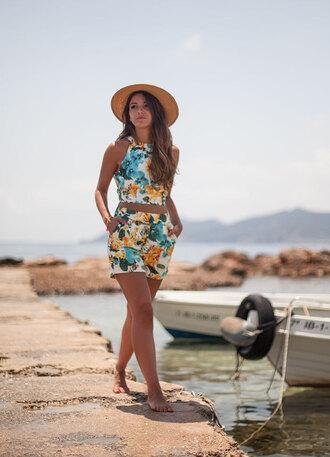 lovely pepa blogger top shorts hat swimwear