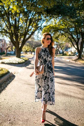 dallas wardrobe // fashion & lifestyle blog // dallas - fashion & lifestyle blog blogger dress shoes sunglasses bag beige bag red heels midi dress
