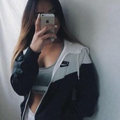 jacket,nike,black and white,coat,white / black,nike windbreaker,tumblr,sweatshirt,woen nike jacket white and black,style,nice,europa,nike jacket,windbreaker,nike windrunner,sports jacket,black,white,cute