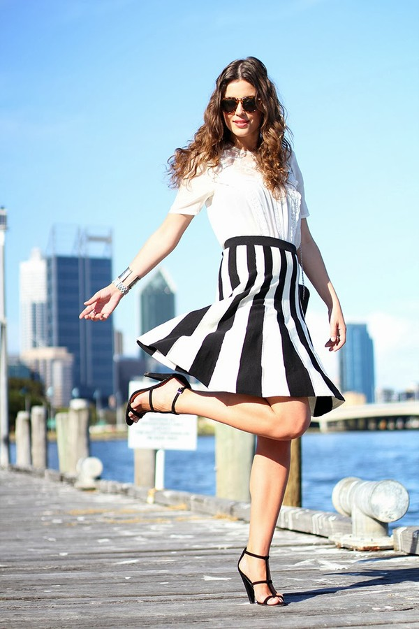 fashion container skirt t-shirt shoes bag jewels