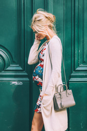 barefoot blonde,blogger,dress,cardigan,shoes,bag,make-up,jeans,hat,sunglasses,shirt,maternity dress,floral dress,long cardigan,beige