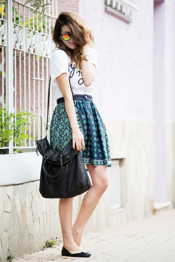 scent of obsession t-shirt skirt bag shoes sunglasses