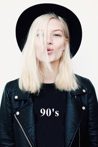 jacket leather jacket 90s style black hat black leather jacket graphic tee all black everything blonde hair platinum hair black t-shirt back to school fall outfits