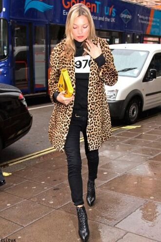 sweater black sweater jeans black jeans boots black boots cool leopard print animal print bag yellow bag kate moss celebrity winter outfits winter coat