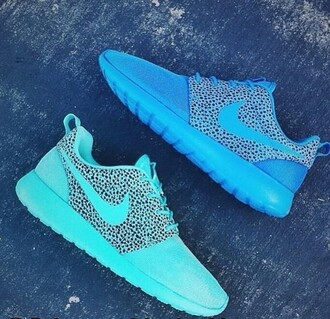 shoes nike blue nike green colorful shoes nike roshe run