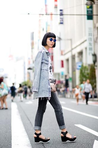 samantha mariko blogger jeans platform sandals denim denim jacket