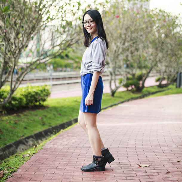 pupuren blogger sweater blue dress black boots socks dress shoes