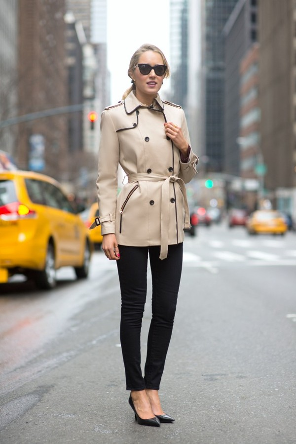 the classy cubicle coat jacket t-shirt jeans jewels sunglasses shoes