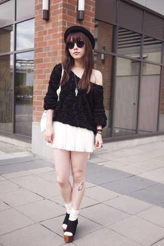 ivy pinkspider black sweater