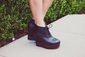 shoes,booties,boots,lace up,black,platform shoes,leather