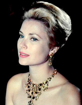 jewels grace kelly necklace statement necklace earrings make-up natural makeup look hairstyles retro