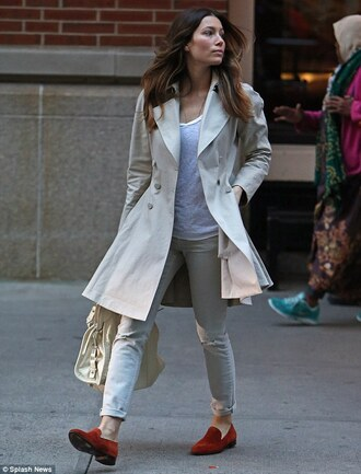 shoes red loafers jessica biel celebrity red shoes loafers pants white pants coat white coat t-shirt white t-shirt trench coat streetstyle bag white bag all white everything