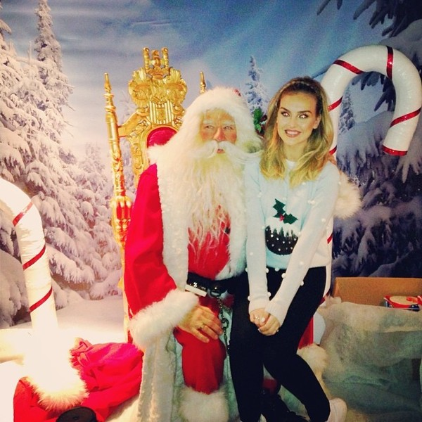 sweater perrie edwards santa claus blonde hair blue beautiful