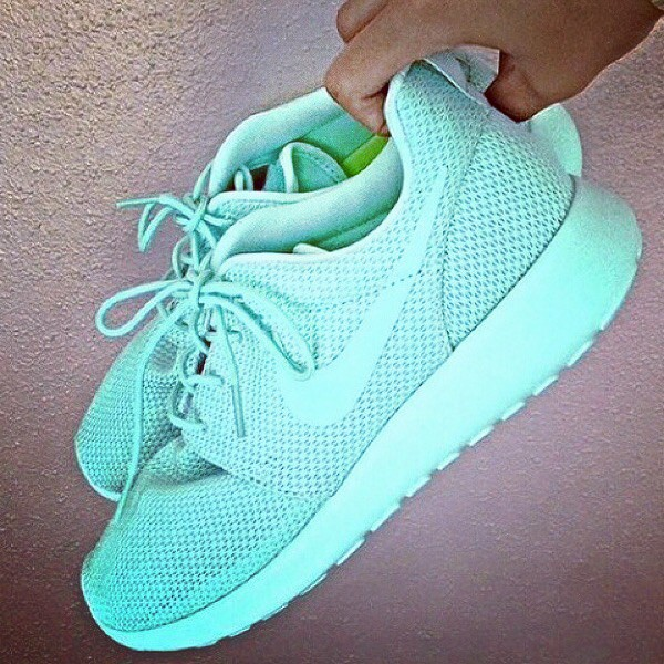 nike roshe run mint