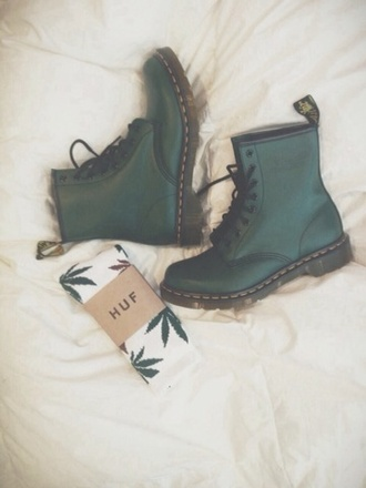 shoes boots so beautiful underwear forest green huf jewels green boots huff socks combat boots olive green green and white socks green drmartens grunge dark hipster grunge shoes
