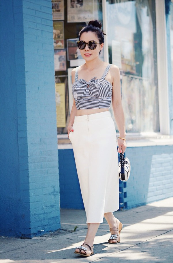 hallie daily skirt t-shirt shoes sunglasses