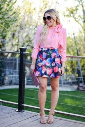 all dolled up,blogger,top,skirt,jewels,sunglasses,bag,shoes,pink top,long sleeves,floral skirt,mini skirt,nude heels,clutch,round sunglasses