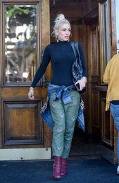 pants,gwen stefani,celebrity,streetstyle,top,turtleneck,boots