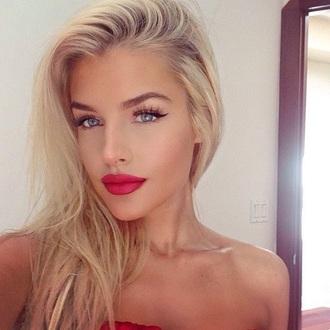 make-up tan tanned blue red lips lipstick black eyeliner eye eyes white brown blush highlight contour contouring lip pencil lip pencils blonde hair blondie highlighter