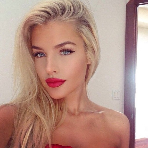 Make Up Tan Tanned Blue Red Lips Lipstick Black