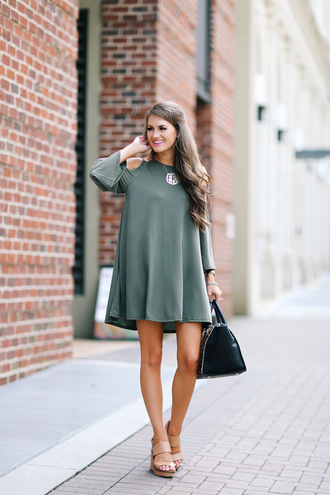 southern curls and pearls blogger bag jewels make-up long sleeves long sleeve dress black bag t-shirt dress mini dress nude sandals
