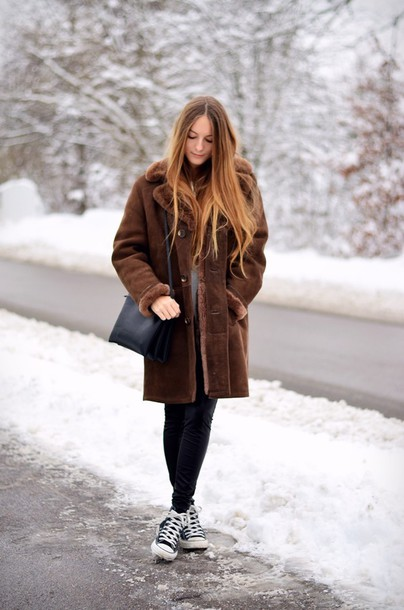 by annna blogger faux fur winter coat converse