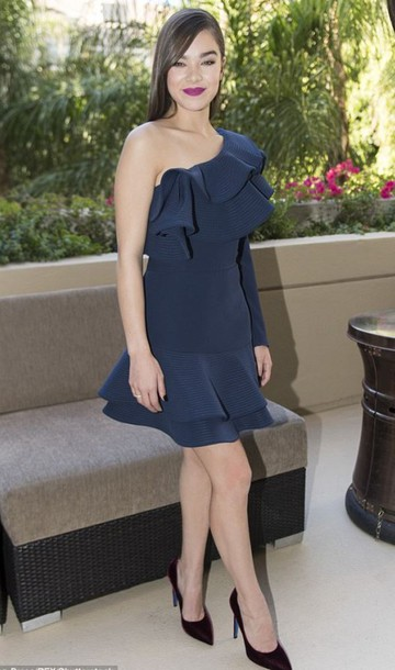 2afc292d6b dress asymmetrical asymmetrical dress one shoulder navy navy dress hailee  steinfeld pumps