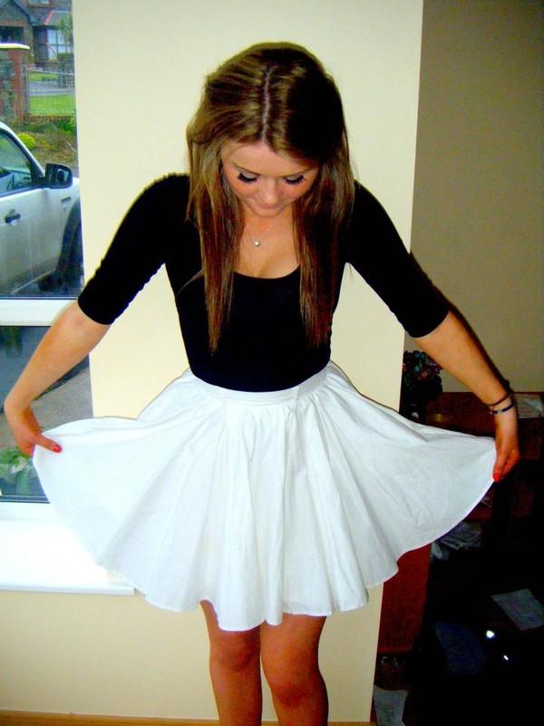 shirt black t-shirt long sleeves scoop neck black skirt
