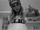 hat,beanie,ashley benson,shirt