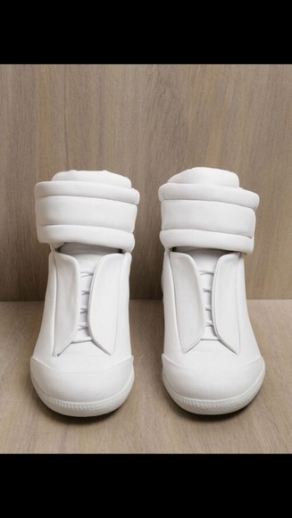 white shoes sneakers shoes urban clothing
