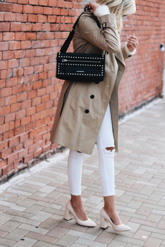 lovelyluciano blogger coat bag trench coat beige coat shoulder bag white jeans thick heel pumps