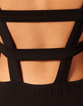 ASOS | ASOS - Robe moulante avec bretelles croisées dans le dos chez ASOS