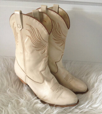 shoes native american western country style grunge shoes grunge boots boho country girl center gathered top boho chic wild hippie country look indie western boots western chic western-style booties.