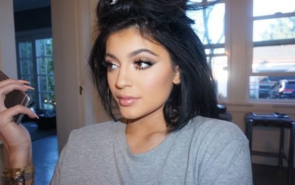 make-up kylie jenner make-up similar mac cosmetics foundation eyebrows powder lipstick mascara kylie jenner home accessory what camera