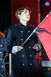 coat,bts jung hoseok,jung hoseok,concert,clothes,blue,blue coat,navy blue coat,bts