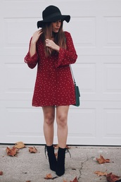andystyle,blogger,dress,shoes,bag,hat,jewels,t-shirt,red dress,mini dress,green bag,shoulder bag,felt hat,ankle boots,black boots