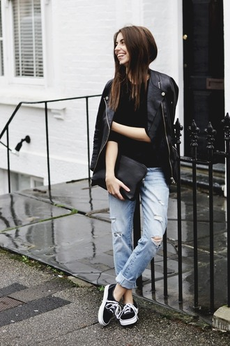 jeans black shirt leather jacket ripped jeans black sneakers black purse blogger
