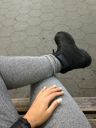 pants legging grey shoes boots grey jeans grey sweatpants leggings grey leggings black timberlands black timberlands grey sweats sweatpants skinny clothes fashion teenagers girl