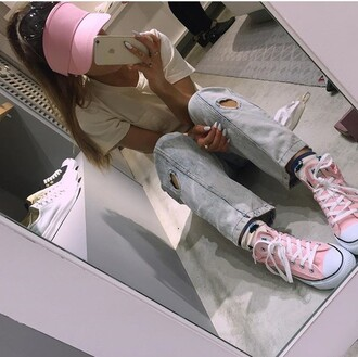 jeans hat white t-shirt white top top t-shirt pocket t-shirt denim heart pink shoes shoes converse visor ariana grande pink celebrity style