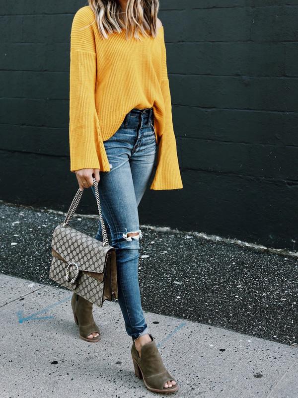 1438c7873b somewherelately blogger sweater jeans shoes jewels bag sunglasses