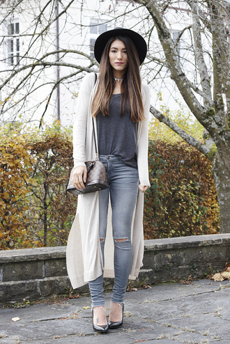 seekingsunshine blogger t-shirt cardigan jeans jewels shoes hat fall outfits felt hat high heel pumps skinny jeans grey t-shirt long cardigan