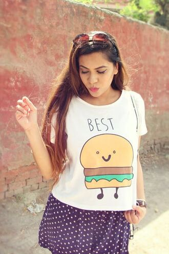 t-shirt burger tee white t-shirt skirt blue skirt mini skirt polka dots sunglasses summer outfits summer top