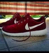 shoes,nike running shoes,burgundy