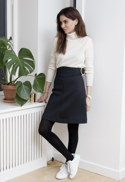 by funda blogger black skirt turtleneck stan smith gloves