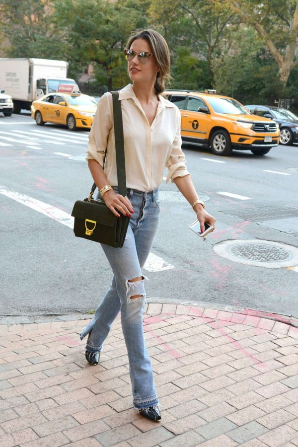 jeans blouse streetstyle fashion week alessandra