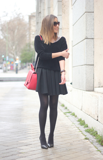 besugarandspice blogger red bag black sweater black skirt